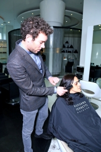 Michelle Finessi applies the method on my hair