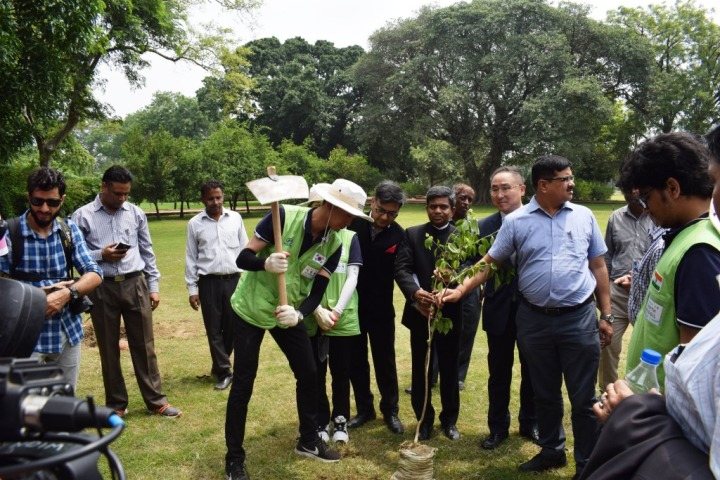 Volunteers planting trees,Happy Move-Save Our Heritage CSR campaign Hyundai Motor India