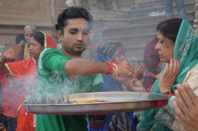 Aarti at Kesi Ghat, Vrindavan, Uttar Pradesh, India