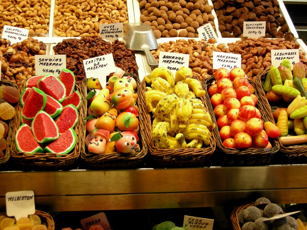Marzipan_fruits_at_the_market in Barcelona, Spain, photo: By Gabriele - originally posted to Flickr as Sweet Fruits, CC BY 2.0, https://commons.wikimedia.org/w/index.php?curid=9441928