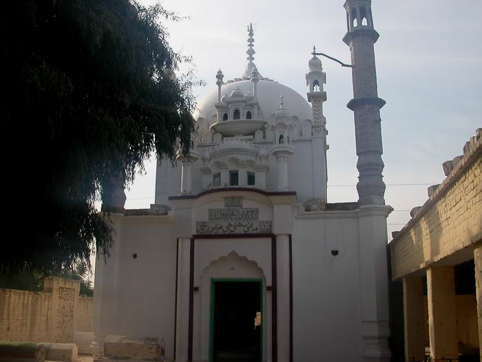 Tomb of Sohni in Shahdadpur, Sindh, Pakistan; Photo by: Mountainloverk2 (commons.wikimedia.org)