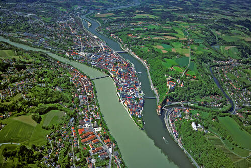Frontiers of the Roman Empire – The Danube Limes (Western Segment), Germany, Old town of Passau with the site of the fort at the confluence of Danube and Inn from the air, © BLfD